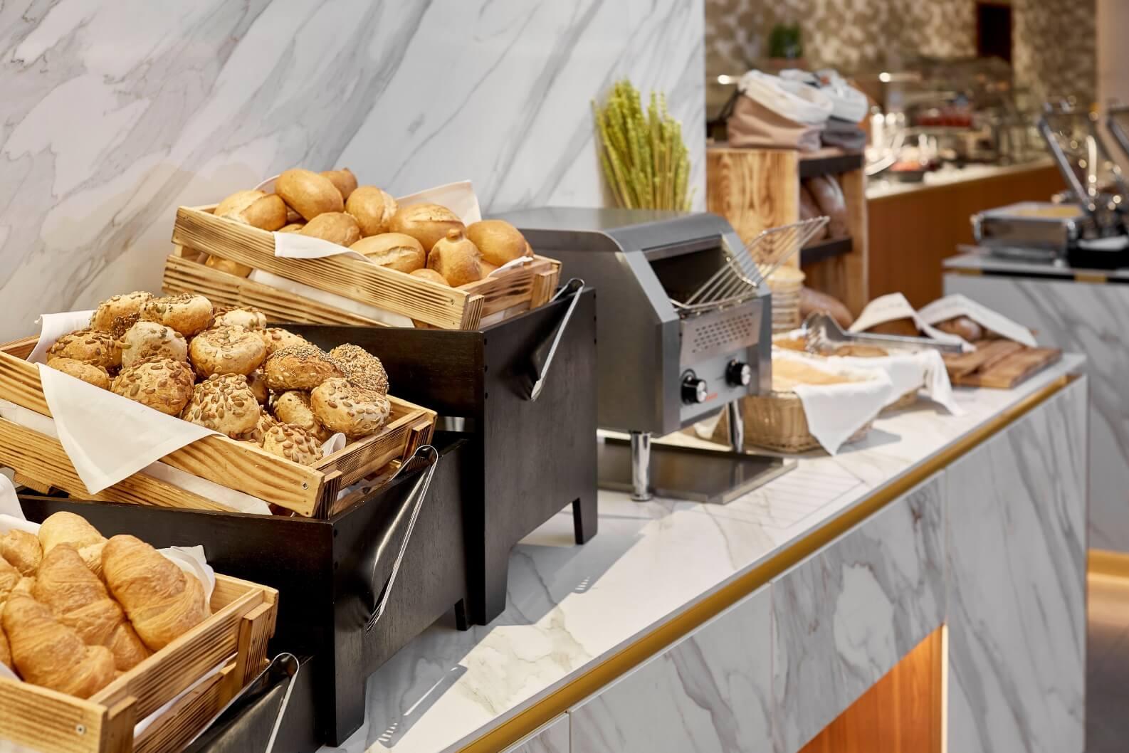 h-hotels_Restaurant-09-hyperion-hotel-berlin_Original-kommerz.-Nutzung-_30bbf391@2x