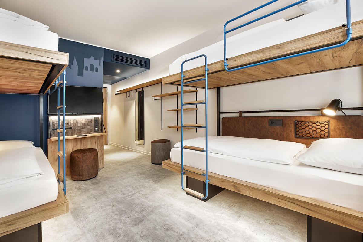 h-hotels_zimmer-vierbettzimmer-04-h2-hotel-muenchen-olympiapark_Original_kommerz._Nutzung__d9238b74-1200